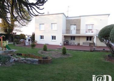 Maison L Absie &bull; <span class='offer-area-number'>170</span> m² environ &bull; <span class='offer-rooms-number'>7</span> pièces