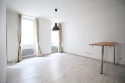 Appartement Marseille 07 &bull; <span class='offer-area-number'>43</span> m² environ &bull; <span class='offer-rooms-number'>2</span> pièces