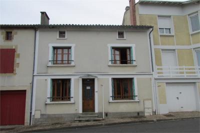 Maison Availles Limouzine &bull; <span class='offer-area-number'>140</span> m² environ &bull; <span class='offer-rooms-number'>5</span> pièces