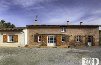 Maison Verfeil &bull; <span class='offer-area-number'>285</span> m² environ &bull; <span class='offer-rooms-number'>7</span> pièces