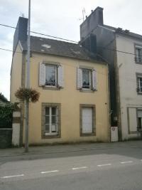 Maison Carhaix Plouguer &bull; <span class='offer-area-number'>90</span> m² environ &bull; <span class='offer-rooms-number'>7</span> pièces