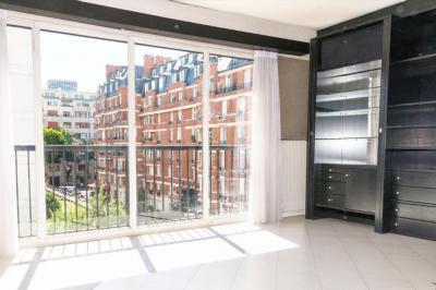 Appartement Paris &bull; <span class='offer-area-number'>67</span> m² environ &bull; <span class='offer-rooms-number'>4</span> pièces