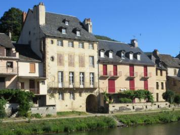 Maison St Geniez d Olt &bull; <span class='offer-area-number'>250</span> m² environ &bull; <span class='offer-rooms-number'>12</span> pièces