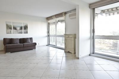 Appartement Lyon 08 &bull; <span class='offer-area-number'>94</span> m² environ &bull; <span class='offer-rooms-number'>4</span> pièces