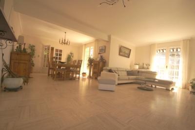 Maison Boulogne sur Gesse &bull; <span class='offer-area-number'>226</span> m² environ &bull; <span class='offer-rooms-number'>9</span> pièces