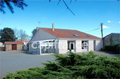 Maison Vaire &bull; <span class='offer-area-number'>172</span> m² environ &bull; <span class='offer-rooms-number'>8</span> pièces