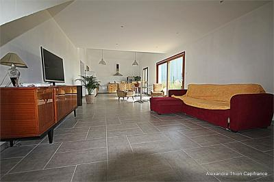 Maison Meximieux &bull; <span class='offer-area-number'>121</span> m² environ &bull; <span class='offer-rooms-number'>6</span> pièces