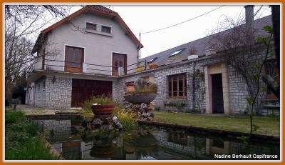 Maison Lorris &bull; <span class='offer-area-number'>172</span> m² environ &bull; <span class='offer-rooms-number'>9</span> pièces