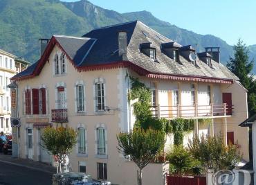 Maison Argeles Gazost &bull; <span class='offer-area-number'>520</span> m² environ &bull; <span class='offer-rooms-number'>9</span> pièces