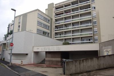 Appartement Clermont Ferrand &bull; <span class='offer-area-number'>58</span> m² environ &bull; <span class='offer-rooms-number'>2</span> pièces