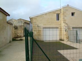 Appartement Ambares et Lagrave &bull; <span class='offer-area-number'>63</span> m² environ &bull; <span class='offer-rooms-number'>2</span> pièces