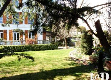 Maison La Tronche &bull; <span class='offer-area-number'>200</span> m² environ &bull; <span class='offer-rooms-number'>5</span> pièces