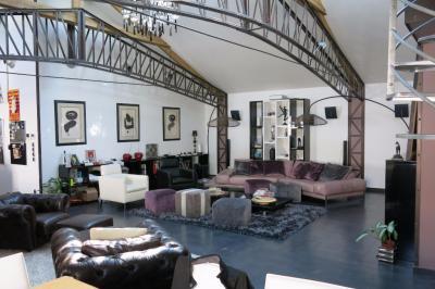 Loft La Varenne St Hilaire &bull; <span class='offer-area-number'>137</span> m² environ &bull; <span class='offer-rooms-number'>5</span> pièces