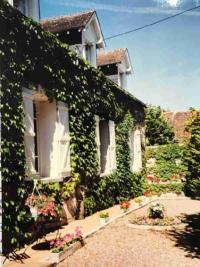 Maison St Denis sur Loire &bull; <span class='offer-area-number'>200</span> m² environ &bull; <span class='offer-rooms-number'>7</span> pièces