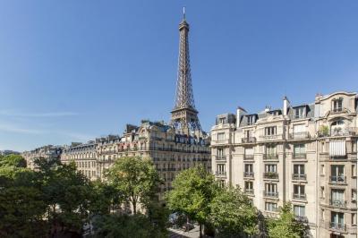 Appartement Paris 07 &bull; <span class='offer-area-number'>77</span> m² environ &bull; <span class='offer-rooms-number'>4</span> pièces