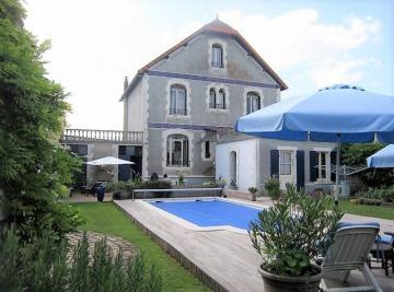 Maison St Sauveur D Aunis &bull; <span class='offer-area-number'>172</span> m² environ &bull; <span class='offer-rooms-number'>7</span> pièces
