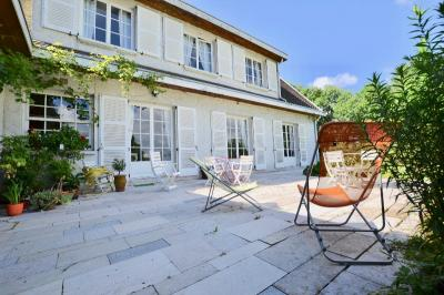 Maison Dommartin &bull; <span class='offer-area-number'>290</span> m² environ &bull; <span class='offer-rooms-number'>10</span> pièces