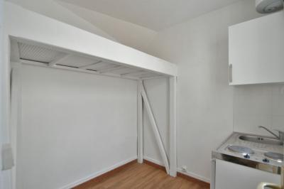 Appartement Paris 07 &bull; <span class='offer-area-number'>6</span> m² environ &bull; <span class='offer-rooms-number'>1</span> pièce