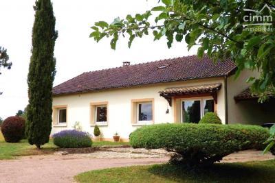 Maison Romenay &bull; <span class='offer-area-number'>135</span> m² environ &bull; <span class='offer-rooms-number'>5</span> pièces