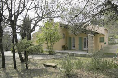 Maison Pierrevert &bull; <span class='offer-area-number'>162</span> m² environ &bull; <span class='offer-rooms-number'>5</span> pièces