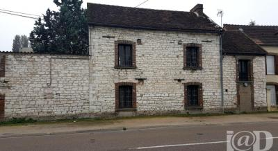 Maison Joigny &bull; <span class='offer-area-number'>110</span> m² environ &bull; <span class='offer-rooms-number'>4</span> pièces