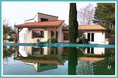 Maison St Jean de Monts &bull; <span class='offer-area-number'>135</span> m² environ &bull; <span class='offer-rooms-number'>6</span> pièces
