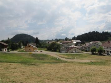 Terrain La Pesse &bull; <span class='offer-area-number'>740</span> m² environ