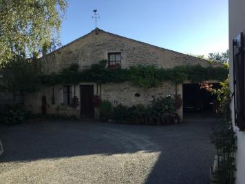 Maison St Pierre le Vieux &bull; <span class='offer-area-number'>180</span> m² environ &bull; <span class='offer-rooms-number'>6</span> pièces
