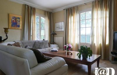Maison Neuville sur Sarthe &bull; <span class='offer-area-number'>210</span> m² environ &bull; <span class='offer-rooms-number'>6</span> pièces