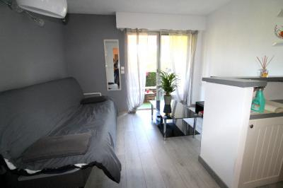 Appartement St Raphael &bull; <span class='offer-area-number'>21</span> m² environ &bull; <span class='offer-rooms-number'>1</span> pièce