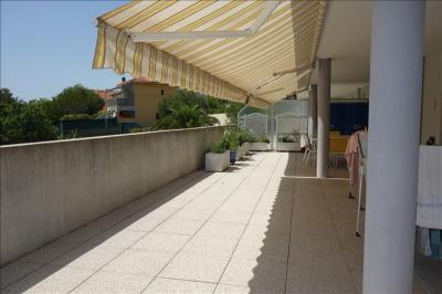 Appartement Toulon &bull; <span class='offer-area-number'>70</span> m² environ &bull; <span class='offer-rooms-number'>3</span> pièces