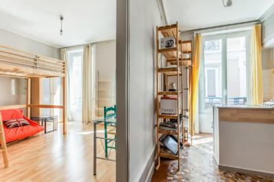 Appartement Lyon 01 &bull; <span class='offer-area-number'>37</span> m² environ &bull; <span class='offer-rooms-number'>1</span> pièce