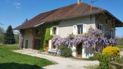 Maison St Geoire en Valdaine &bull; <span class='offer-area-number'>235</span> m² environ &bull; <span class='offer-rooms-number'>9</span> pièces