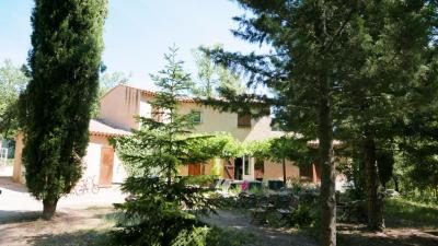 Maison Besse sur Issole &bull; <span class='offer-area-number'>164</span> m² environ &bull; <span class='offer-rooms-number'>5</span> pièces