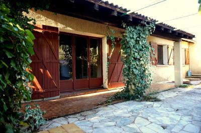 Maison Nages et Solorgues &bull; <span class='offer-area-number'>95</span> m² environ &bull; <span class='offer-rooms-number'>3</span> pièces