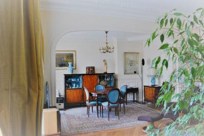Appartement Paris 18 &bull; <span class='offer-area-number'>107</span> m² environ &bull; <span class='offer-rooms-number'>6</span> pièces
