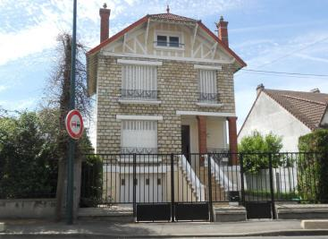 Maison Sucy en Brie &bull; <span class='offer-area-number'>100</span> m² environ &bull; <span class='offer-rooms-number'>4</span> pièces