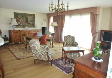 Appartement Creil &bull; <span class='offer-area-number'>102</span> m² environ &bull; <span class='offer-rooms-number'>5</span> pièces