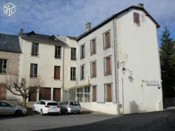 Maison Chambon sur Lac &bull; <span class='offer-area-number'>600</span> m² environ &bull; <span class='offer-rooms-number'>20</span> pièces