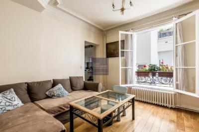 Appartement Paris 17 &bull; <span class='offer-area-number'>58</span> m² environ &bull; <span class='offer-rooms-number'>3</span> pièces