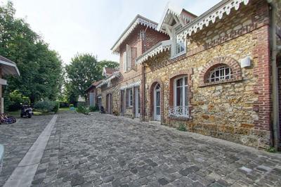 Maison St Leu la Foret &bull; <span class='offer-area-number'>198</span> m² environ &bull; <span class='offer-rooms-number'>7</span> pièces
