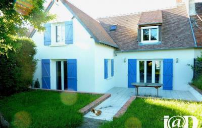 Maison Chaumont sur Loire &bull; <span class='offer-area-number'>128</span> m² environ &bull; <span class='offer-rooms-number'>4</span> pièces