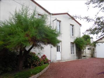 Maison St Amand sur Sevre &bull; <span class='offer-area-number'>160</span> m² environ &bull; <span class='offer-rooms-number'>8</span> pièces