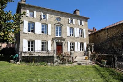 Maison Le Malzieu Ville &bull; <span class='offer-area-number'>430</span> m² environ &bull; <span class='offer-rooms-number'>14</span> pièces