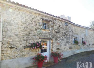 Maison St Michel le Cloucq &bull; <span class='offer-area-number'>191</span> m² environ &bull; <span class='offer-rooms-number'>6</span> pièces