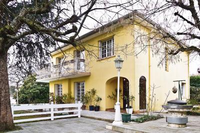 Maison Caluire et Cuire &bull; <span class='offer-area-number'>165</span> m² environ &bull; <span class='offer-rooms-number'>5</span> pièces