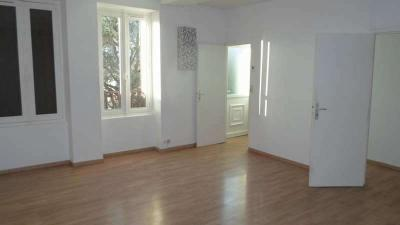 Appartement Laroche St Cydroine &bull; <span class='offer-area-number'>78</span> m² environ &bull; <span class='offer-rooms-number'>3</span> pièces