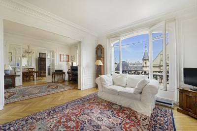 Appartement Paris 03 &bull; <span class='offer-area-number'>184</span> m² environ &bull; <span class='offer-rooms-number'>7</span> pièces