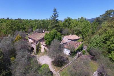 Villa St Cezaire sur Siagne &bull; <span class='offer-area-number'>176</span> m² environ &bull; <span class='offer-rooms-number'>5</span> pièces
