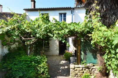 Maison La Couarde sur Mer &bull; <span class='offer-area-number'>139</span> m² environ &bull; <span class='offer-rooms-number'>7</span> pièces